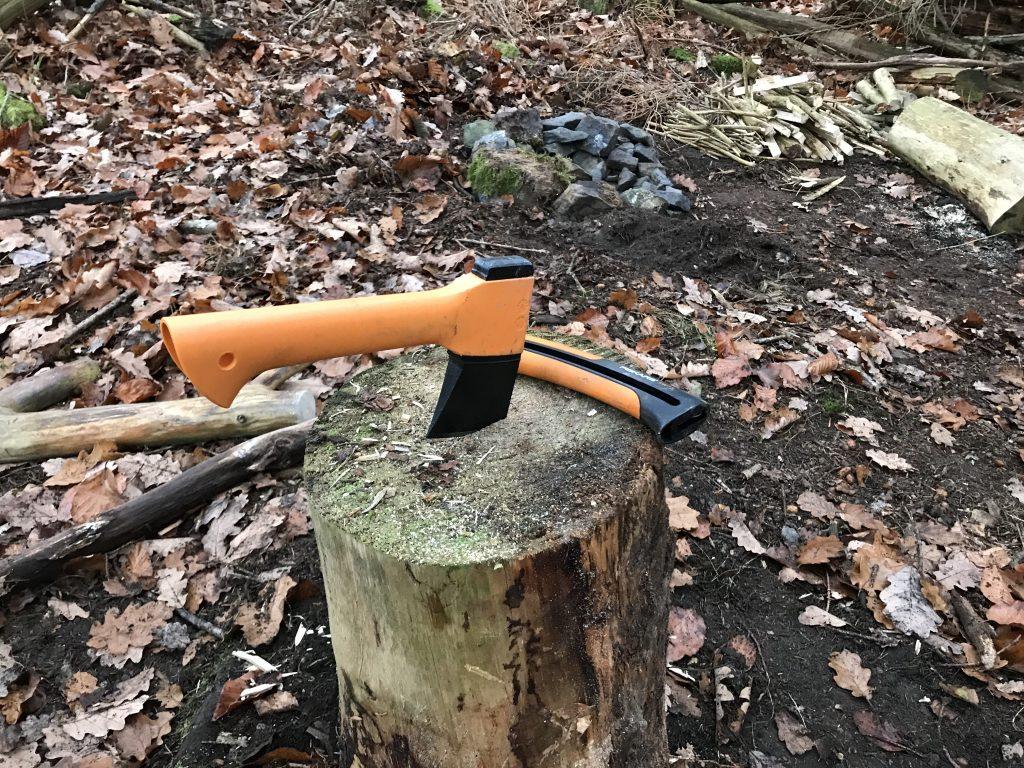 Hackstock zum Feuerholz machen