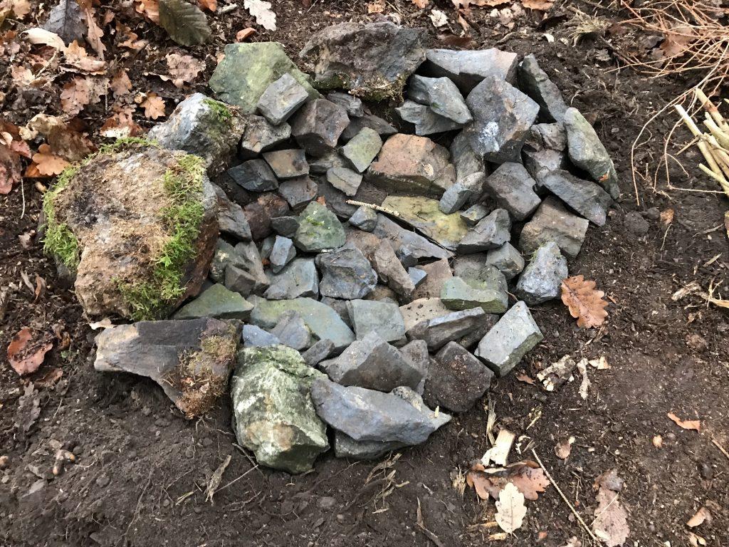 Mit Steinen ausgelegte Feuerstelle