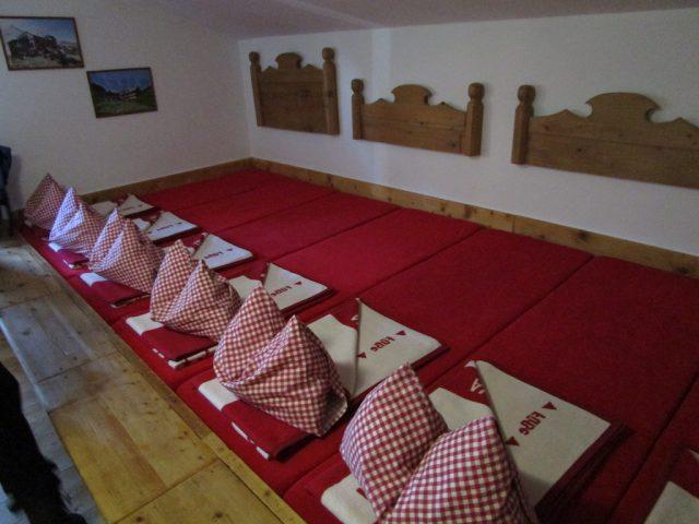 Matratzenlager auf der Berghütte